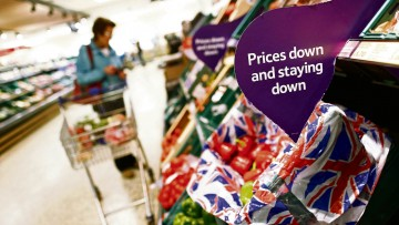 02 Rapid growth of discount grocers Lidl and Aldi have forced the Big Four supermarkets into an ongoing price war
