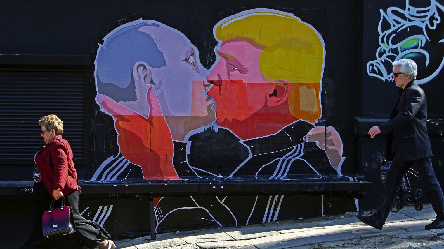 Putin and Trump Kissing graffiti