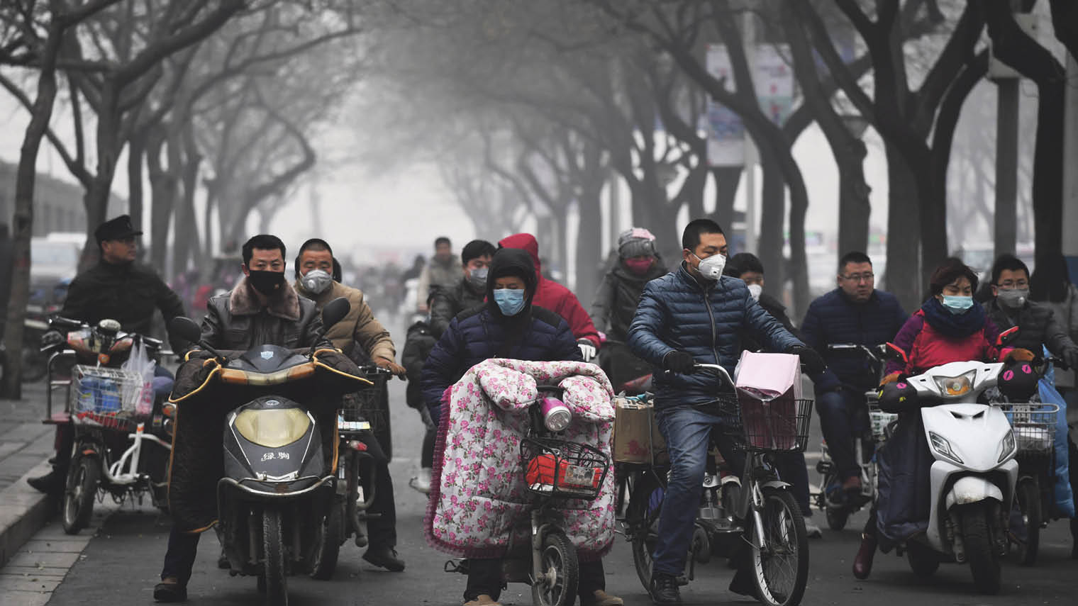 Congestion in Shijiazhuang, where air pollution reached 100 times the recommended level last December