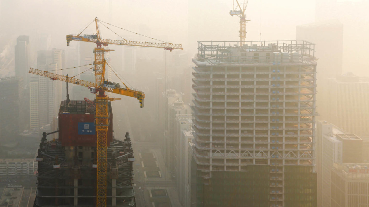 Heavy smog shrouding construction sites in Beijing