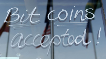 Bitcoins accepted sign