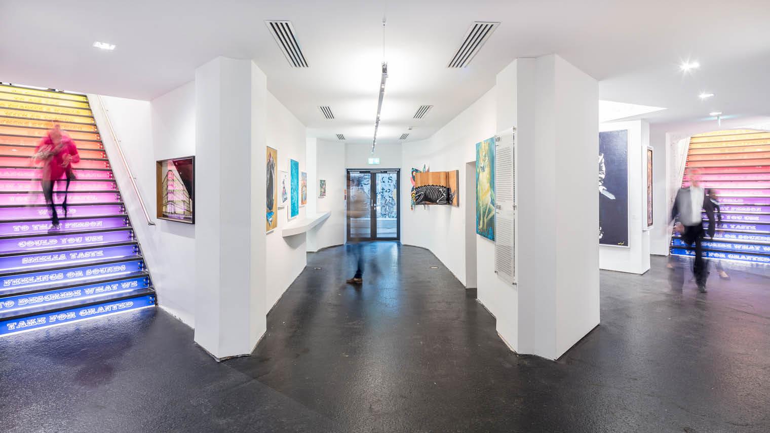 Art gallery with smart lighting
