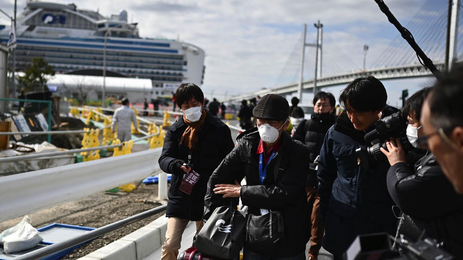 Coronavirus passengers leaving cruise