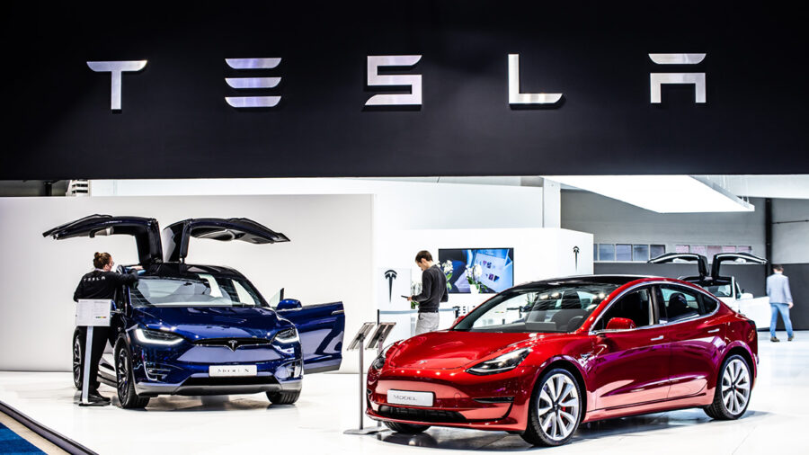 Under certain ESG standards, the ratings of fossil-fuel giant Exxon Mobil and electric car maker Tesla could well be the same
