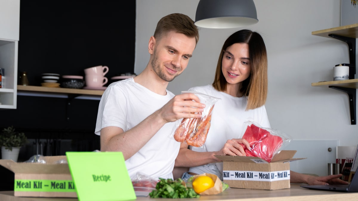 at-home meal market, couple open recipe box delivery